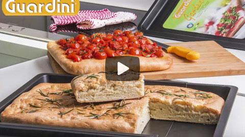 Adjustable baking tray